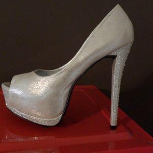 Shi  Platform silver shoe. New